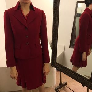 Red 2-piece suit jacket/skirt Tahari Arthur